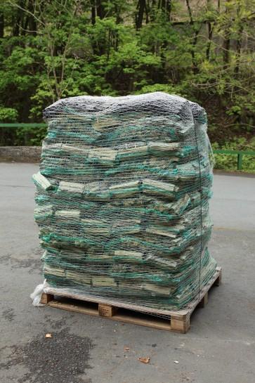 Anzündholz im Netz (ca. 4 kg) je Palette
